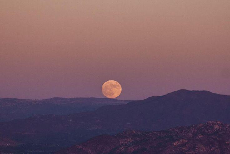 🔝 New free photo at Avopix.com - Desert moon moonrise moonset    🆕 https://avopix.com/photo/58433-desert-moon-moonrise-moonset    #sun #balloon #sunset #sky #radio telescope #avopix #free #photos #public #domain