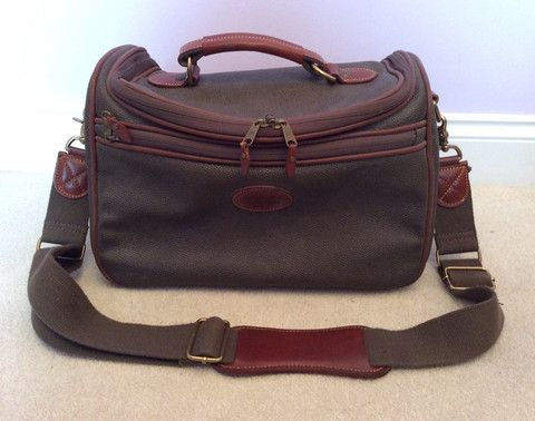 MULBERRY SCOTCHGRAIN DARK GREEN & BROWN LEATHER TRIM VANITY CASE WITH STRAP - Whispers Dress Agency - Weekend Bags - £175