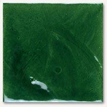 Baldosas cerámicas rústicas con brillo, Baldosas ceramicas en la decoracion de paredes para el cuarto de baño y cocinas de diseño moderno, azulejos monocolor en un verde intenso de efecto degradado y con un brillo intenso que refleja la luz natural.
