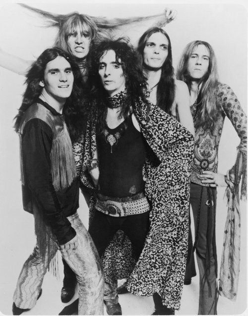 The Original Alice Cooper lineup: Mike Bruce, Dennis Dunaway, Neal Smith, Glen Buxton and Alie himself.
