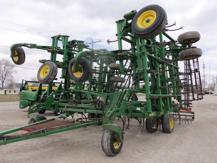 Large wide John Deere 2210 field cultivator