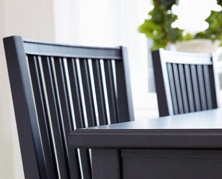 Stol Leksand finns i whitewash, grå eller svart och har sitt ursprung från traditionellt svenskt hantverk. Stolen har rena linjer med fin balans mellan då och nu. #englesson #leksand