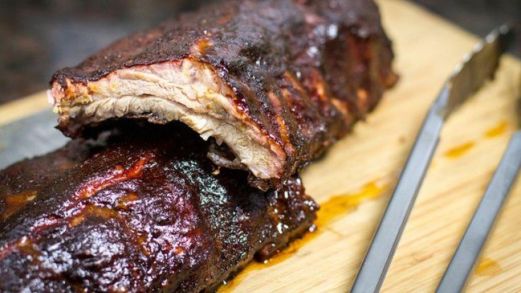 Costine di maiale cotte al barbecue, ricetta americana delle costine di maiale