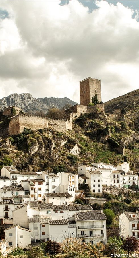 CASTLES OF SPAIN - Castillo de la Yedra (Jaén) Andalucia - The Castillo de Cazorla or de la Yedra (Ivy Castle) which is Roman in origin. It was rebuilt by the Arabs and completed by the Christians during the fourteenth and fifteenth centuries.