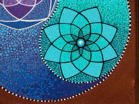 10 pulgadas por 10 pulgadas en la lona estirada Punto Mandala Yin Yang pintura * flor de la vida  Pintado en calidad estirada lienzo con pinturas acrílicas y una capa transparente protectora de brillo. Esta pintura está lista para colgar, marco libre pero sería hermoso enmarcado. Pinté el fondo y los bordes de la pintura con un cobre metálico que realmente parece hacer el morado y turquesa Yin Yang pop. El Yin Yang fue creado con dos mandalas la flor de la vida o la semilla de la vida y…