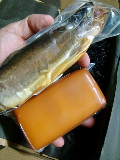 ニジマスの燻製:燻製屋/燻製通販:燻製記 -燻製の作り方と燻製レシピ200 ... ニジマスの燻製. ニジマスの燻製。