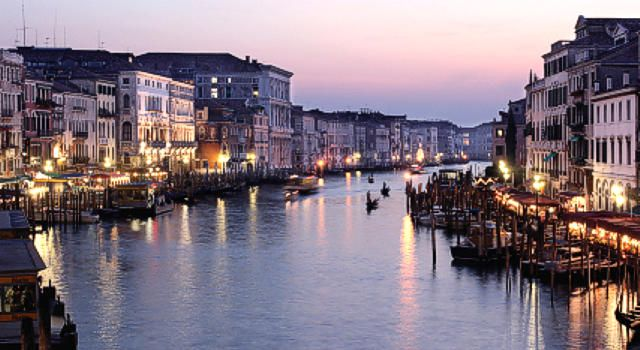 Suggestive picture of the Grand Canal in #Venice