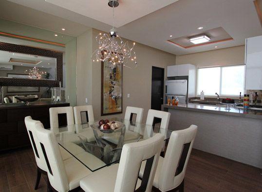 Un comedor de 8 sillas con iluminaci n diferente al fondo - Espejos en el comedor ...