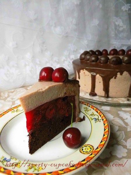 Тортов давно не показывала, сейчас реже их пеку, так как для сложносочиненных многоуровневых тортов времени нет, а другие не втыкают:) Этот красавец еще июльский,…