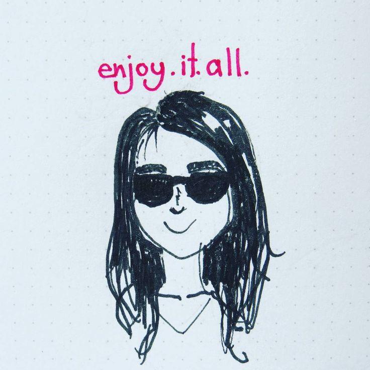 .  [ES] Tratando de dibujar mis anteojos. No me resultó, así que me dibujé con gafas 😅  .  [EN] I tried to draw my glasses, but it didn't work out. So I draw myself with sunglasses 😎😊.  .  #letterswithbarb #doodlechallenge #letteringchallenge #selfportrait #sunglasses #blackink #doodle