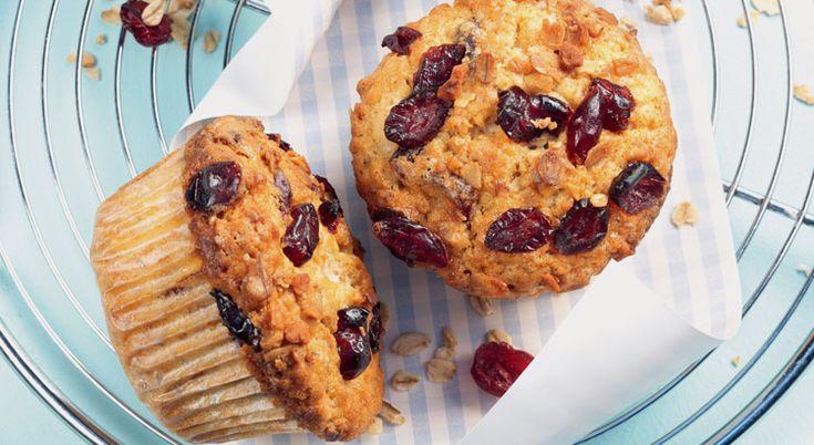 Vous adorerez croquer dans ces muffins au muesli, aux cranberries, aux noix et à la banane. Un vrai délice !