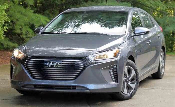 """Short Report: The 2017 Hyundai Ioniq Hybrid challenges Toyota's Prius with better EPA numbers, a lower price and less nerdy looks Its cleanly chiseled lines and wide-mouth grille could be at home on any of Hyundai's cars, and there's none of the """"Hello Kitty in Space"""" look of Toyota's eco warrior. Without snugging up to the hybrid script on the Ioniq's liftgate or the ..."""