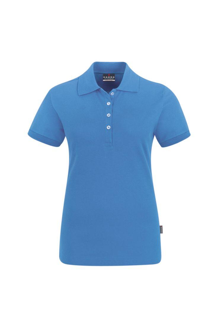 Modisches Damen Poloshirt in Miami Blau aus angenehm weichem und dehnfähigem Stretch-Piqué aus besonders feiner Baumwolle mit einem kleinen Anteil aus hochwertigem LYCRA. Verlängerte Knopfleiste mit vier extra haltbaren, bruchsicheren Knöpfen in Kontrastfarbe und einem Ersatzknopf.