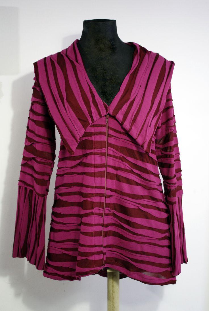 Chaqueta Murcy en fucsia. Creada el verano 2011 destaca por su tejido atrevido y las grandes solapas. #InstintoBcn