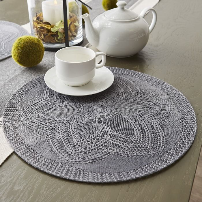 Gray Floral Woven Round Placemat Set 6 In 2021 Floral Placemats Modern Table Decor Design Imports
