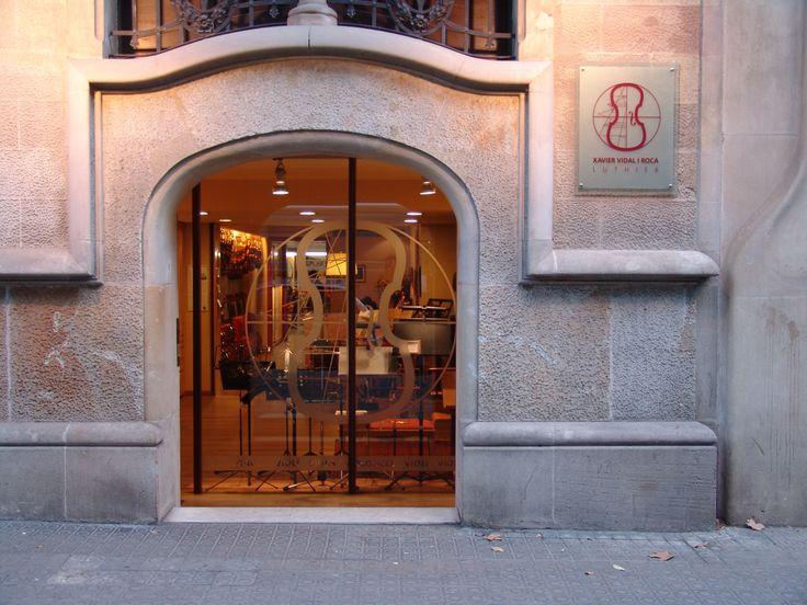 La entrada de nuestra tienda situada en la Calle Girona 124 de Barcelona