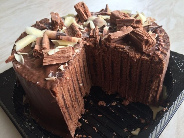 Reaching for Refreshment : Review- Cadbury Flake Celebration Cake