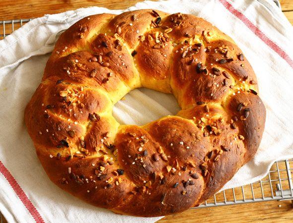 carrot-bread-wreath