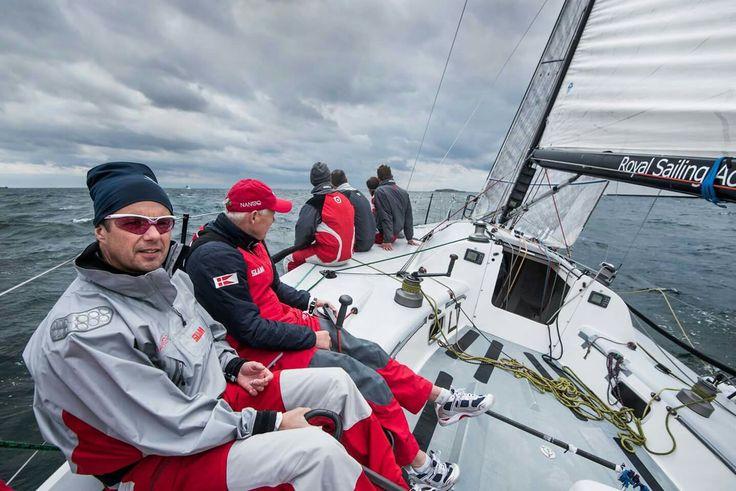 Berlingske bringer i dag et interview med H.K.H. Kronprinsen, som fandt sted ombord på Farr 40-båden MMM.    I interviewet taler Kronprinsen blandt andet om sine oplevelser med OL og ekstremsport samt om sit medlemskab af IOC.  Foto: Søren Bidstrup ©
