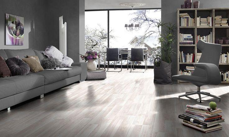 Темно-серый ламинат под ясень в серой гостинной