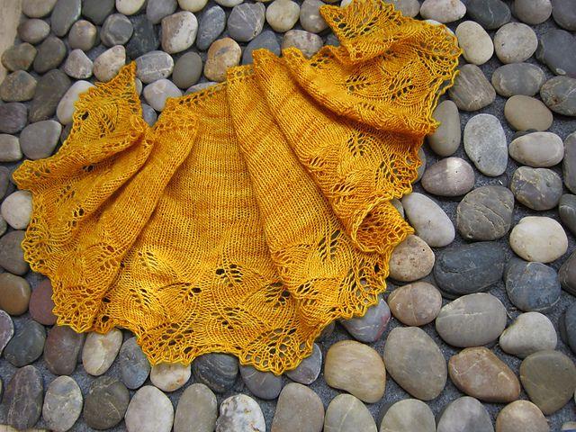Ravelry: Ginkgo Crescent pattern by Jade Keaney ~ free pattern