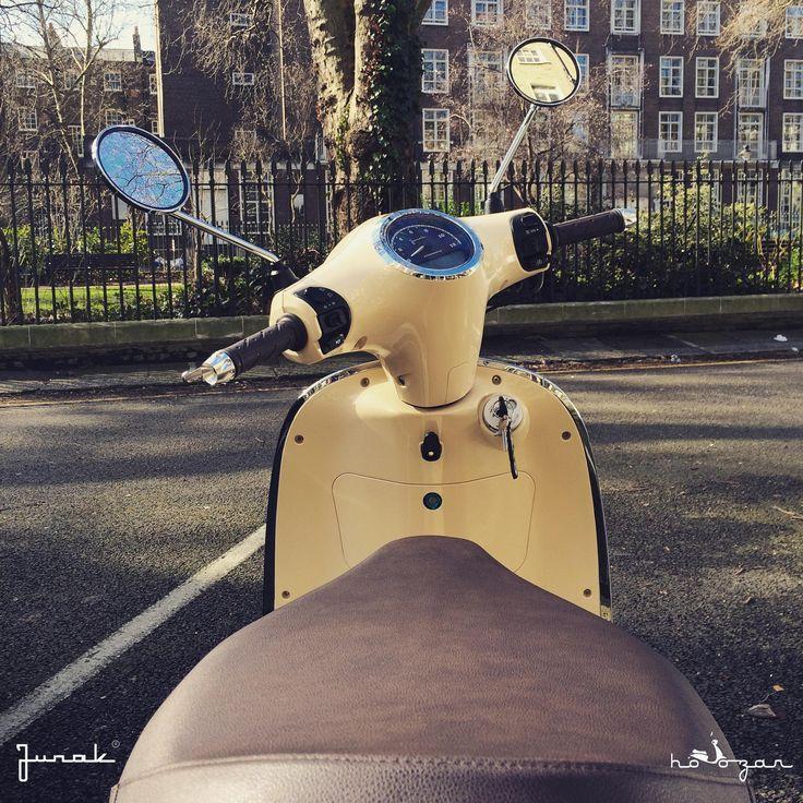 Junak Vintage Scooter in London retro skuter www.hoozar.co.uk
