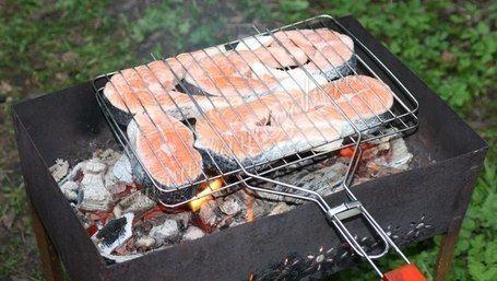 Шашлык из красной рыбы на решетке