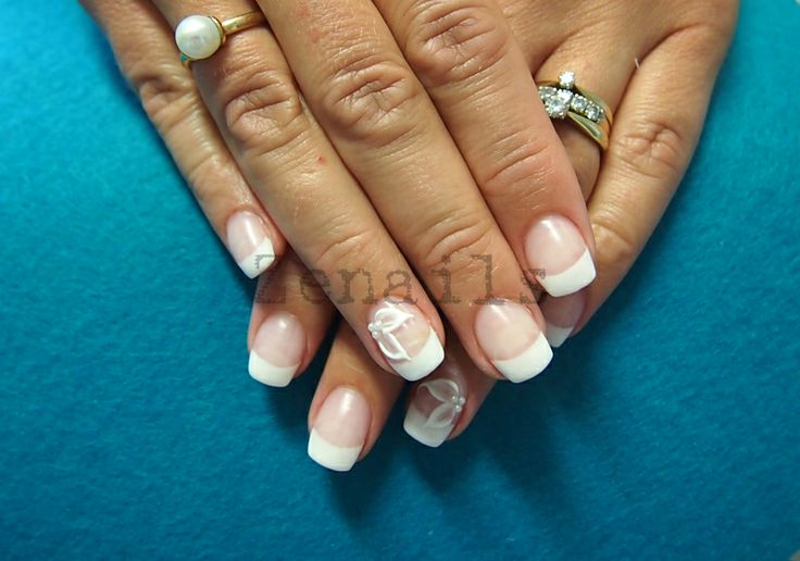 Gel nails with french manicure and LCN Matte Effect Sealant | Kynsistudio Zenails