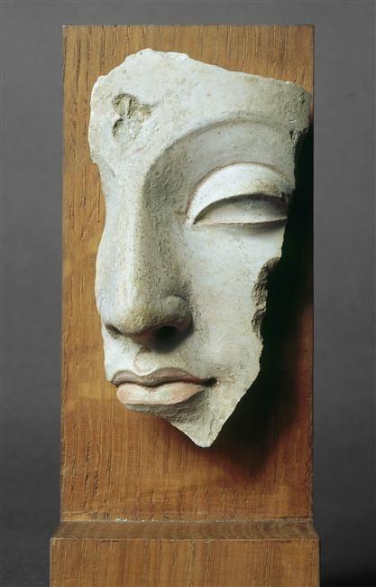 Fragment de tête de Buddha  (C) RMN-Grand Palais (musée Guimet, Paris) / Droits réservés  4e siècle  polychromie, sculpture, stuc  Afghanistan, monastère de Hadda