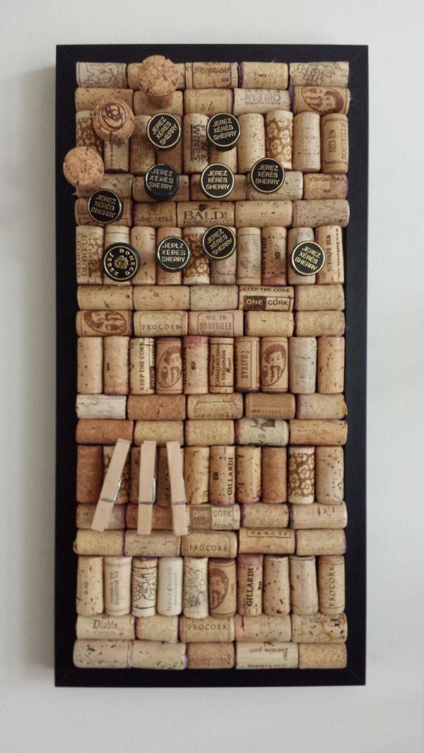 #DIY: modern en strak #prikbord van #kurken met een #zwarte #lijst. #bulletin #board #cork #modern #black