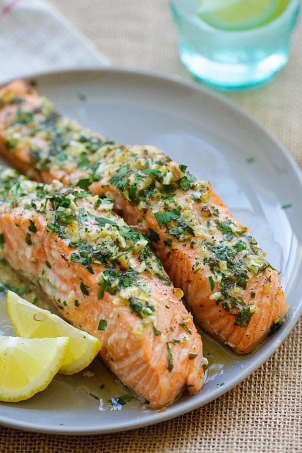 SOOO GOOD!!!! Garlic Herb Roasted Salmon - best roasted salmon recipe ever! Made with butter, garlic, herb, lemon and dinner is ready in 20 mins | rasamalaysia.com
