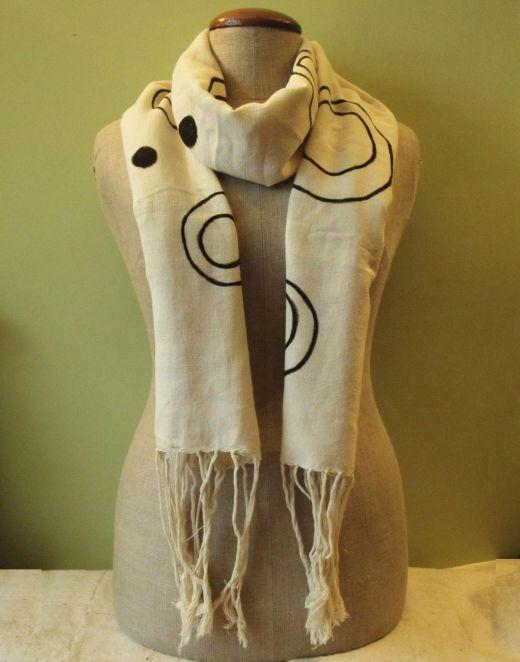 Cotton shawl  http://www.etnobazar.pl/shop/Moringa-art/products/szal-bogolan-bialy-dlugi