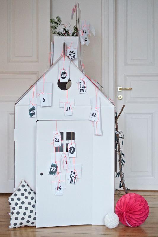 die besten 25 haus aus pappe ideen auf pinterest kinderbett verkleinern weihnachtsdeko. Black Bedroom Furniture Sets. Home Design Ideas