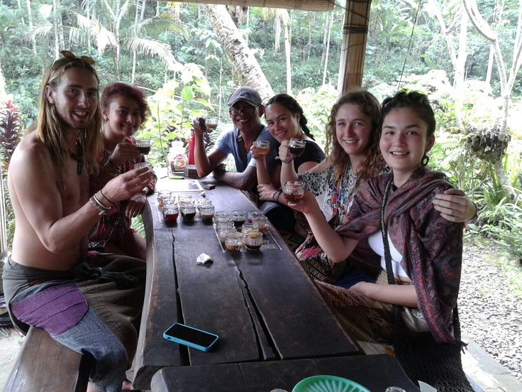 Guests from New Zealand having a coffee break during sightseeing tour Www.rudisbalitours.com