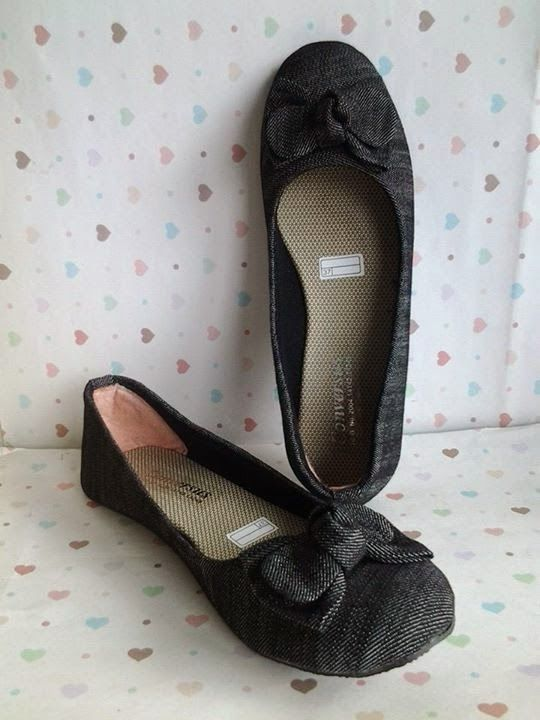 FLAT SHOES: Flat Shoes Pita Jeans Hitam