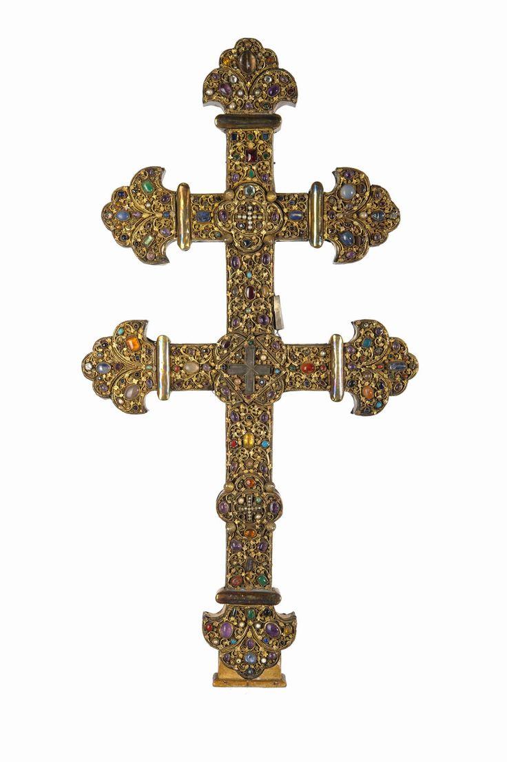 Croix reliquaire créée vers 1210-1220. © Musée de l'Hôtel Sandelin / Bruno Jagerschmidt