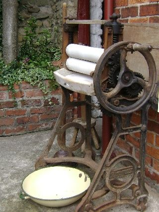 Wash day The Mangle Mrs Smith's Cottage Museum in Navenby is a preserved example of a simple, early Victorian, Lincolnshire cottage. With walls only a single brick thick and the only modern innovations an inside toilet, cold water tap and electricity, it offers a glimpse into life in a bygone age. The Cottage and Visitors Centre at the museum display artefacts and information relating the life and times of Mrs Smith in a rural village from the Edwardian period to the late 20th century.