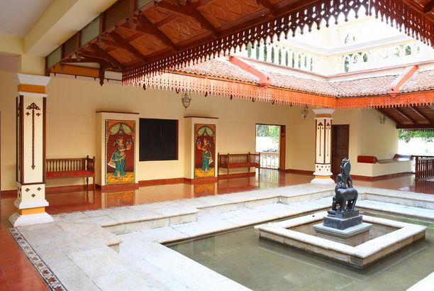 Courtyard Style Homes India Posts By The Inspired Decorist Traditional House Plans Kerala House Design Courtyard House Plans