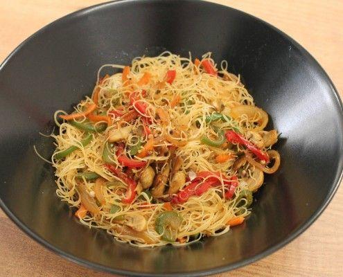Fideos de arroz con verduras y salsa de soja en Olla GM. La receta: http://www.ollasgm.com/fideos-de-arroz-con-verduras-y-salsa-de-soja-en-olla-gm/