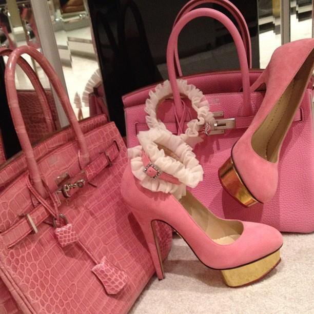 High heels & handbag pic   Women Fashion pics❤ www.healthylivingmd.vemma.com ❤