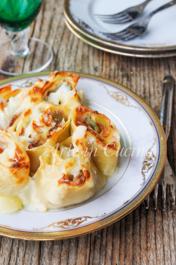 Rotolini di lasagne con carciofi, prosciutto, besciamella, ricetta primo piatto facile, ottimo per il pranzo della domenica o per la cena, lasagne farcite con formaggio