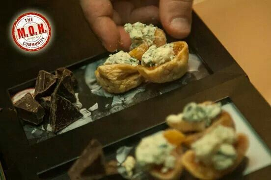 Dried figs with blue cheese and chocolate!!