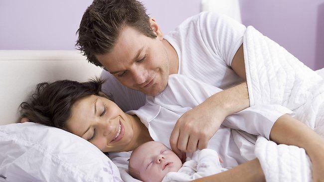 Aman Tidak Ya Jika Tidur Seranjang Dengan Bayi