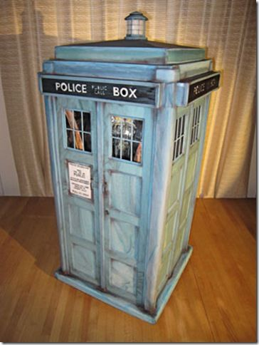 THE most amazing TARDIS cake on the planet....mirrors and LEDs give it the bigger-on-the-inside illusion. MIND BLOWN