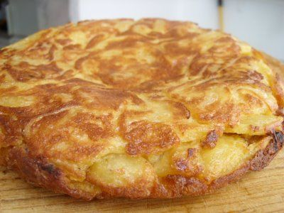 Tortilla de Papa (Spanish egg/potato omelet) - SUPER delicious! I learned to make it from my Mami :)