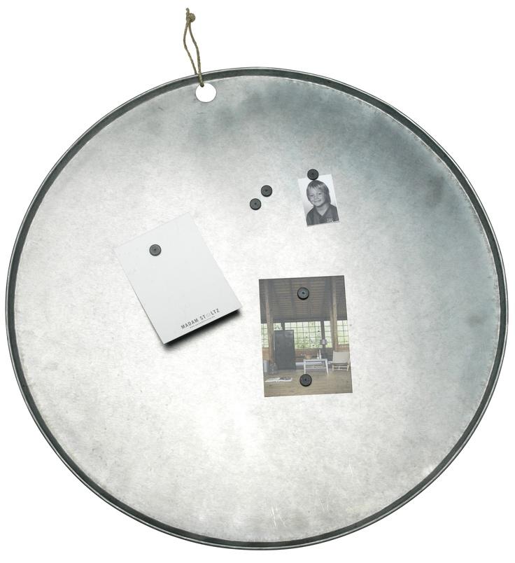 Mooi magneetbord van Madam Stoltz voor de dierbare momenten en unieke briefjes