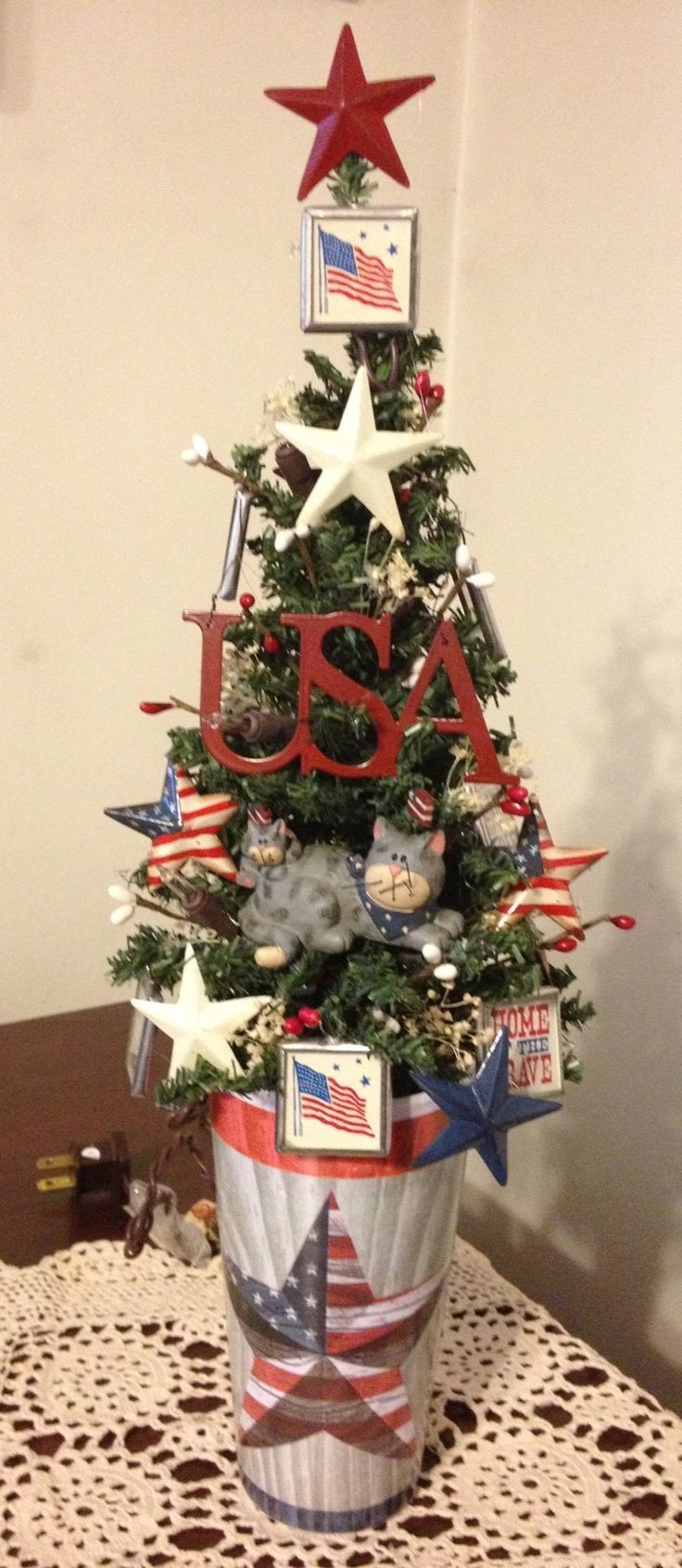 Patriotic Americana Christmas Tree Every Year Our Office Displa Creative Christmas Trees Patriotic Christmas Decorations Christmas Tree Decorating Themes
