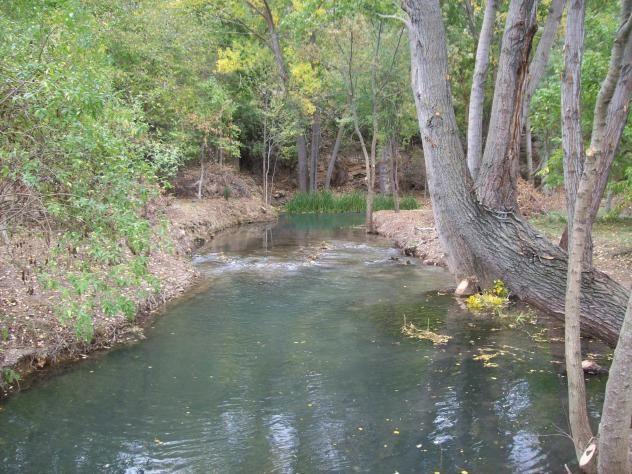 Hay lugares que uno Ama por los recuerdos y VILLEL de Mesa es el pueblo de mis abuelos paternos y este remansó del río Mesa mi piscina de algunos días de veranos inolvidables.