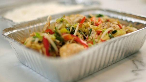 Eén - Dagelijkse kost - Wilde rijstsalade met gebakken scampi en currydressing (bekijk video) - Tv Eén - Dagelijkse kost !