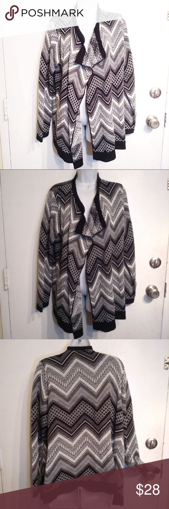 "PLUS SIZE Chevron Open Front Knit Cardigan Sweater Brittany Black Woman plus size neutral black white and grey chevron print open front cardigan sweater. Cozy knit. Flowy flattering front. Size 2x. Measures approx 24"" flat from armpit to armpit and Just under 29"" long. No modeling. Smoke free home, I do discount bundles. Brittany Black Sweaters Cardigans"